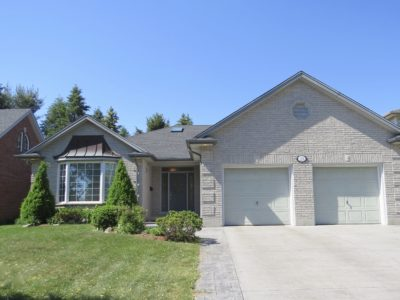 Spacious and Elegant Fonthill Bungalow